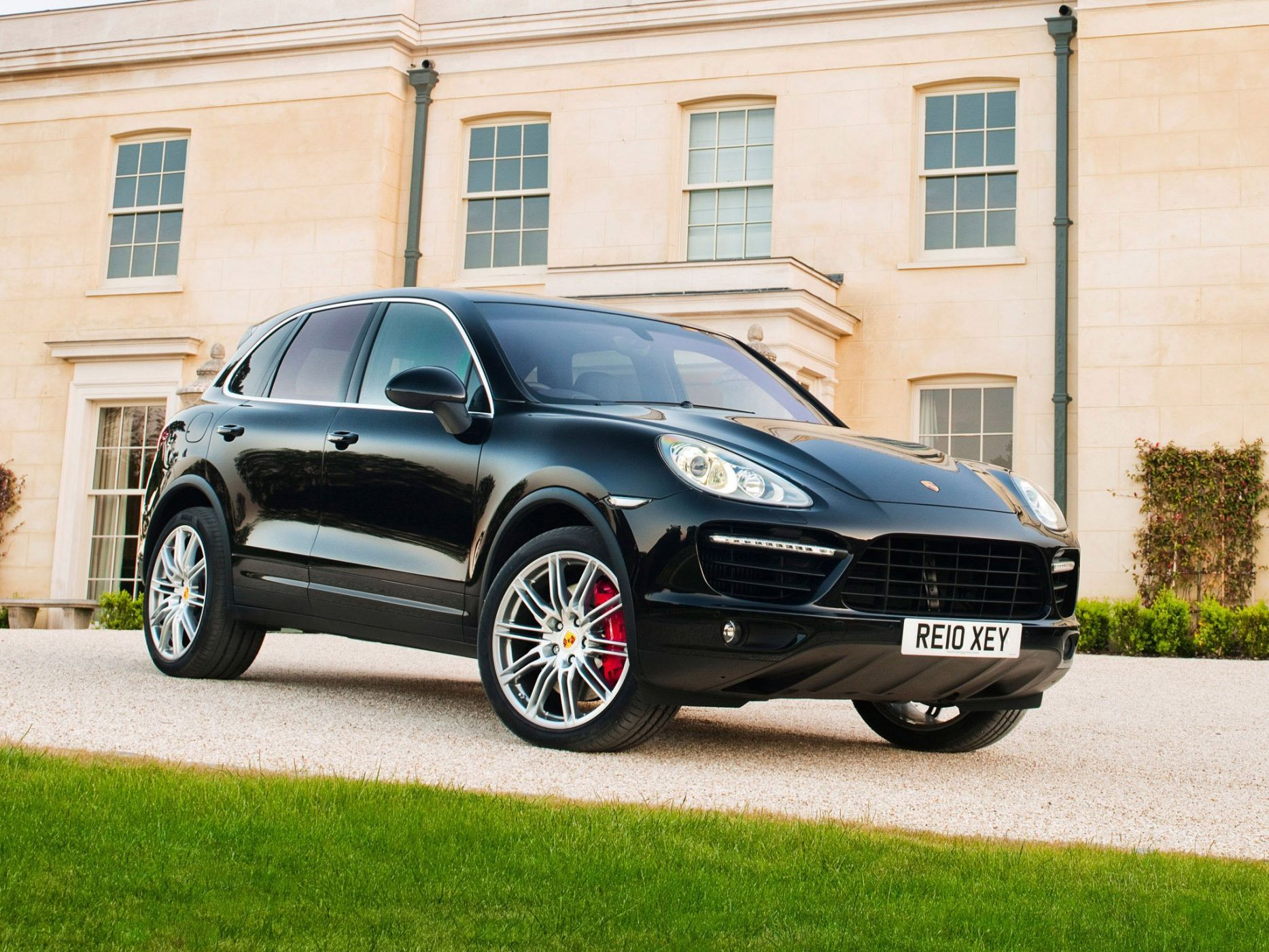 На фото Cayenne Turbo от Порше
